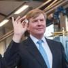 Koning Willem-Alexander verricht ceremoniële Eerste Slag Koningsdubbelportret